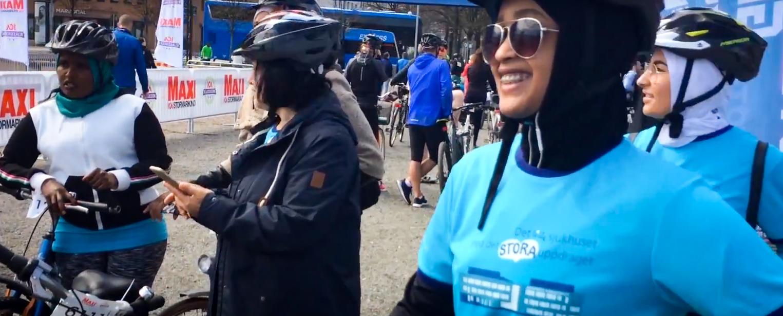 Bild på deltagare från cykelskolan när det deltar i Göteborgsgirots cykellopp